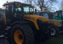 Fastrac 4220 and Valtra T174 demo at charity tractor run