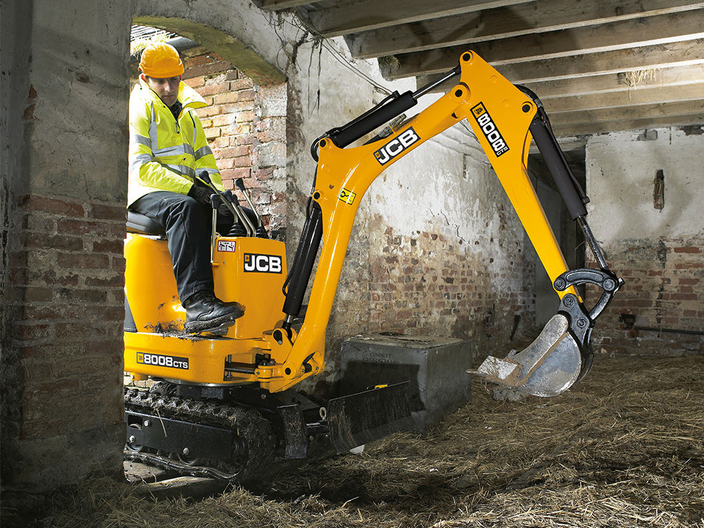 JCB 8008 CTS in tight confines