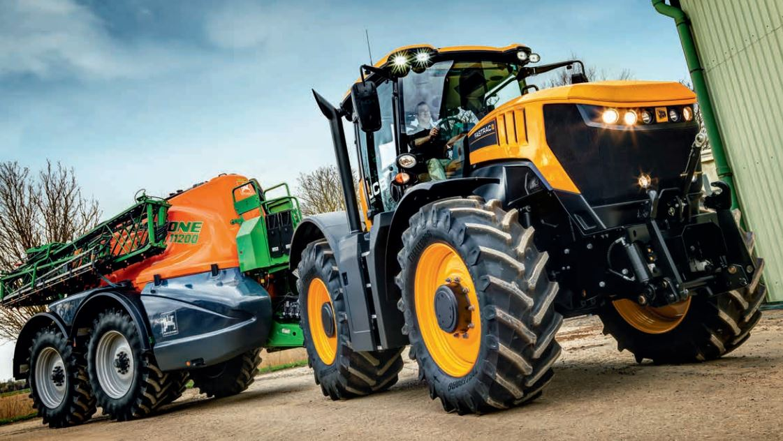 JCB Fastrac with trailer